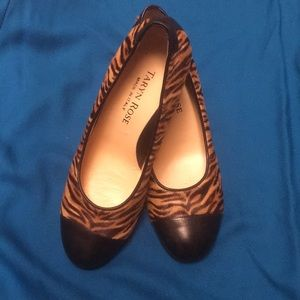 TARYN ROSE Tiger stenciled cowhide pumps 39M